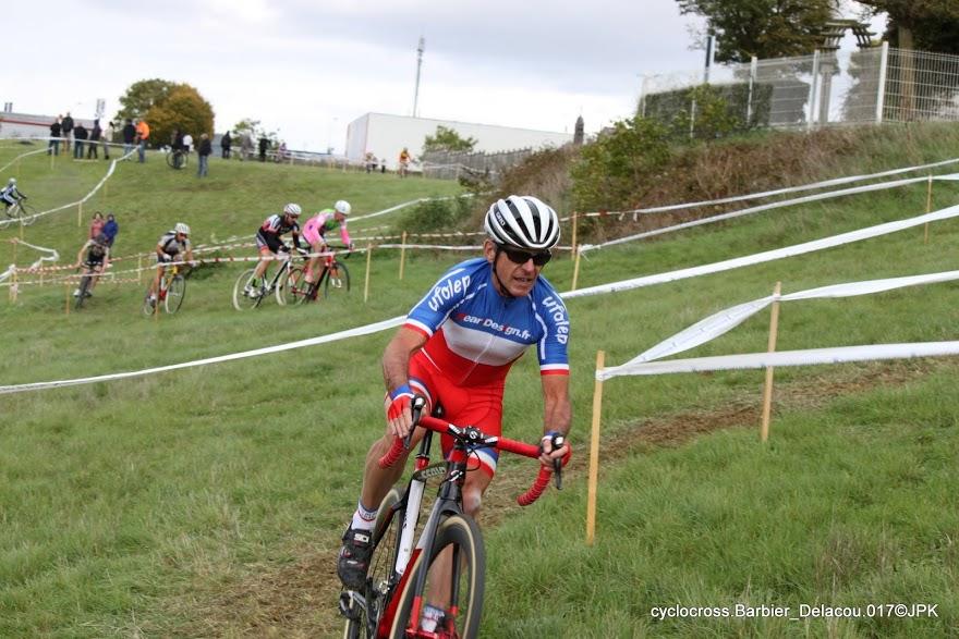 Jean-Marc et son maillot de Champion de France à Issoudun